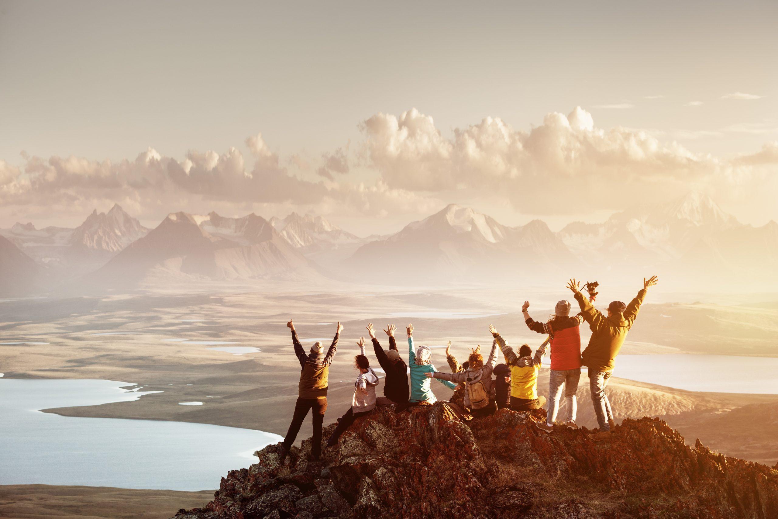 Menschen auf einem Berggipfel